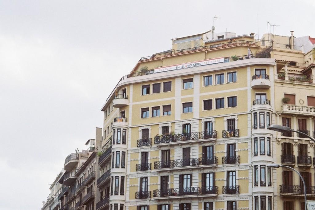 barcelona architecture, barcelona film photos, film photography, travel film photography, eixample barcelona
