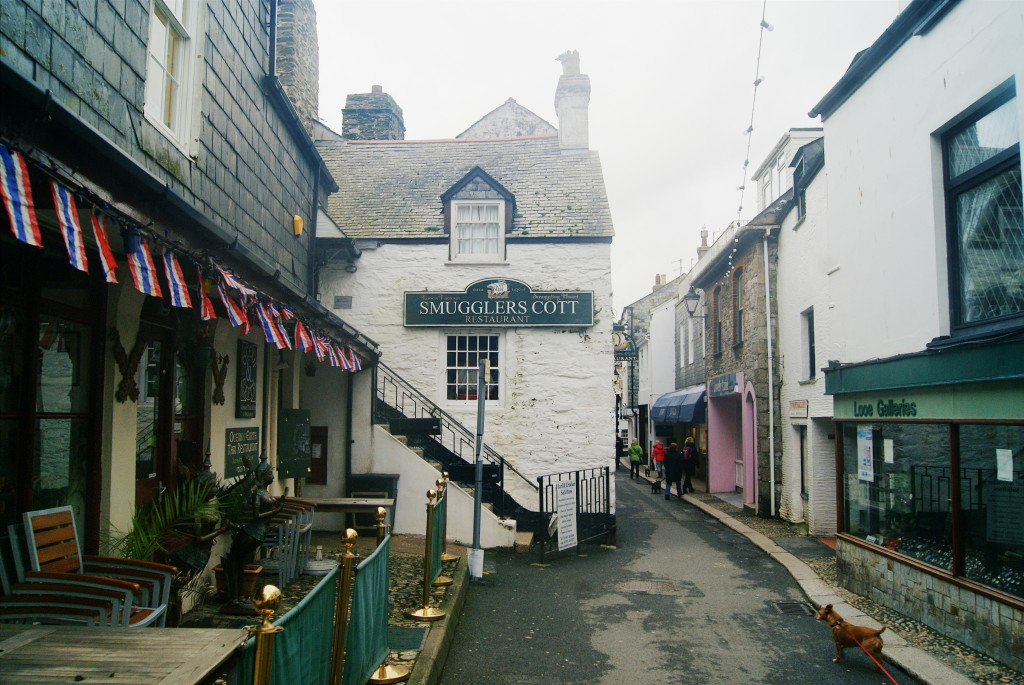 visiting cornwall, looe cornwall, streets of looe