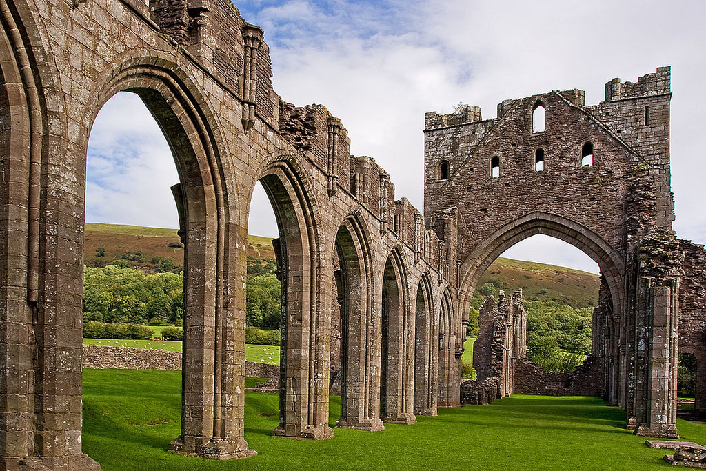 llanthony priory, brecon beacons weekend, things to do in the brecon beacons